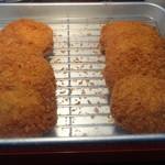 おさかな食堂 - まぐろメンチのアップ(店頭にて販売)