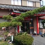 チャイナ厨房盧山 - 一見客は入りづらそうな店 ~お店やってるの?!