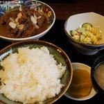 末広 - モツ煮定食