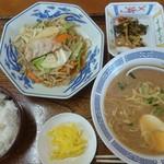 豚太郎 - 日替わり定食(野菜炒め) 650円