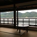 船宿カフェ若長 - 天然のキャンバス