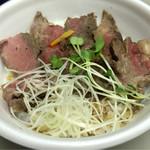 浅草鉄板亭 - ステーキ丼                             パプリカがちっちゃいです。(笑)