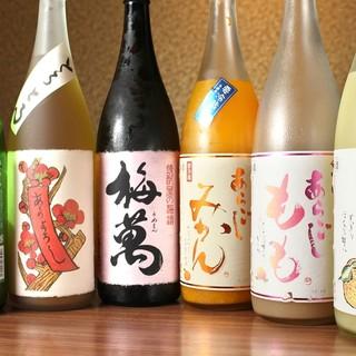 焼酎がメインですが、女性でも飲みやすい果実酒も豊富。