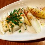 ワインと炭火焼 harao - ホワイトアスパラの野菜焼き ¥680  アリオリソースは無難ですが、焼き加減が絶妙です。