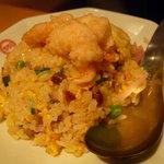 551蓬莱 - ☆炒飯は…小海老の天ぷらのせです(^◇^)☆