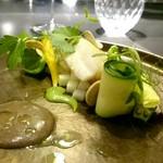 54393092 - 常磐の平目のポアレ、トリュフのピューレとピスタチオナッツで作ったマヨネーズ、野菜と共に