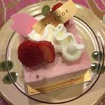 アンテノール - アンテノールのケーキは可愛い&美味しい♪ ふわっとした生地に可愛いデコレーション! 今日は抹茶のケーキと苺のケーキ(^^♪ どちらも上品&季節も感じる美味しいケーキでした(*^.^*)