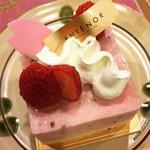 アンテノール - へっへ〜今日はホワイトデー=3=3=3 晩ご飯の後にスイーツ&コーヒーだ(^^♪ ふわっとした生地に可愛いデコレーション! 今日は抹茶のケーキと苺のケーキ♪ 上品&季節も感じる美味しいケーキでした☆彡