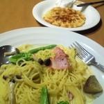 今日和 - 野菜クリームパスタとワッフル