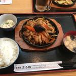居酒屋 まる和 - ナスとバラ肉の炒め物690円