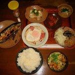 じゃがいも - 料理写真:「おまかせ定食」900円+「ごはん大盛」サービス