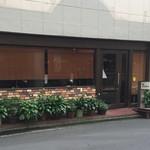 イストゥワール - 店構えです。まさにコーヒーを味わう大人のお店です