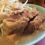 ラーメン二郎 - 分厚い豚