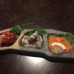 お忍び個室居酒屋 囲蔵 - 2016年8月。珍味三種盛り820円。