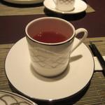 星期菜 - 最後は温かい中国茶をいただいてこの日の夕食会は終了です。