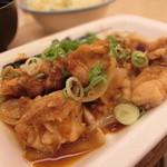 松屋 - (2016.8) 鶏のバター醤油炒めズームアップ