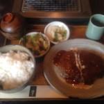 54417251 - 2016/07 ハンバーグ定食 ¥950(税別)