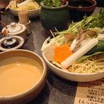 しゃぶ亭 - ごまダレとセットの野菜