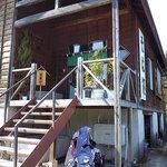 山河 - お店の入口
