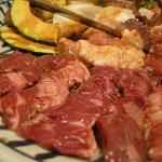朝鮮飯店 - 「焼肉セット」お肉のアップ写真