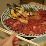 朝鮮飯店 - 「焼肉セット」の大きさを写したかったが比較がイマイチ