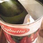 カルネヴァーレ - トマト缶で冷やします