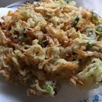 北村水産 - 料理写真:しらすのかき揚げ(しらす、人参、玉葱など)結構彩り良い