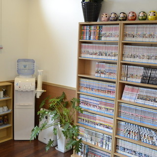 漫画本コーナー・ウォーターサーバー2台完備♪