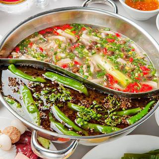 「赤・緑」二色の火鍋