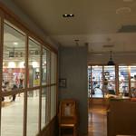 ハンズカフェ - 解放感のあるガラス張りな店内。