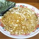 吾衛門 - 201608 豚骨や煮干し、鰹節などの出汁の味わいがしっかり出ていて塩気と甘み、旨味のバランスの良いスープ