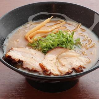【醤油豚骨味玉らーめん】の土台ともなるスープへの愛情!!