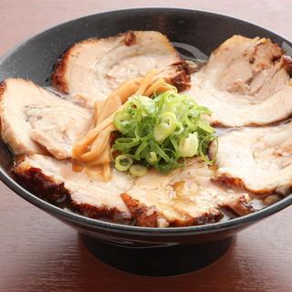 自家製の麺だから産み出せる香りと、押し返す様な弾力を出せる。