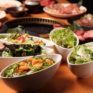 お昼からガッツリ楽しめるランチ食べ放題プラン!