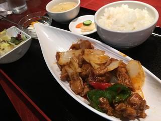 酒菜 刀削麺 - 日替わりランチ 若鶏の四川風煮込みセット