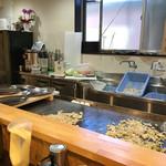 自家製麺やきそば専門 真打 みかさ - フルオープンキッチン