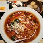 中華旬菜レッドクリフ - ヘルシー点心セット(酸辣湯麺)