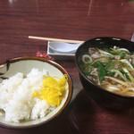 鶏泉 - 肉うどん¥410円