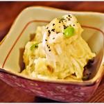 鎌倉酒店 - ポテサラ 200円 こういう速攻で出てくる品と立ち飲みは相性抜群ですよね~。