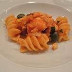 ヴィーノ・デッラ・パーチェ - 干し鱈とトマトのフジッローニ