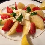 54451815 - 高糖度トマトと白桃のカプレーゼ!