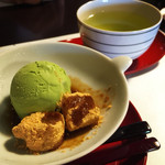 うな菊 - デザートのわらび餅と抹茶アイス
