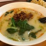 料麺館 - 独特な味わいの坦々麺!