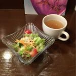 54458282 - サラダとスープはミニサイズですが、しっかりとした味わい。