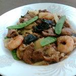 菊亭 - 18番!というとコレが出てきます。プリプリのエビやレバーが美味しいニンニクがきいた人気の料理