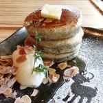 にこすたいる - 古代米パンケーキ奈良県のはちみつ