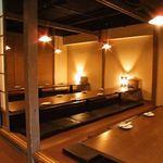 鍛冶二丁 - ご宴会におすすめの大型個室は最大100名までの宴会が可能です!!大人の雰囲気の中でどうぞ!