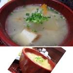 酒蔵レストランたから - ◆お味噌汁は大き目のお椀で出され、具材もタップリ。 里芋・大根・ごぼう・ニンジンなどが入り、ボリュームがありますね。 お味噌汁自体は少し薄味ですが、お味は悪くありません。