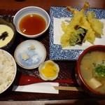 酒蔵レストランたから - ◆5種の天ぷら盛り合わせ御膳(1200円:外税) 天ぷら・具沢山お味噌汁・とろろ・香の物・麦ごはんなどのセット。