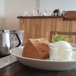 ワンルームコーヒー - シフォンケーキ バニラアイス添え